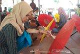 Wisata melukis payung diminati pengunjung Borobudur