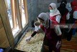 Pelalu IKM Kulon Progo produksi keripik kelapa untuk tingkatkan nilai jual