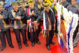 Menpar Arief Yahya buka Festival Pacu Jalur, tambah hadiah jadi Rp100 juta