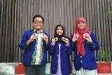 Mahasiswa FMIPA UNY temukan cat tembok dari komponen sabut kelapa