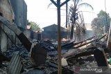 Sebanyak tiga ruko di Jalan Yos Sudarso, Kecamatan Pangkalbalam, Kota pangkalpinang, Provinsi Kepulauan Bangka Belitung habis dilalap si jago merah pada Jumat Siang (23/8).
