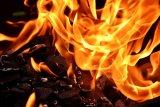 Lupa mematikan tungku, nenek dan rumahnya hangus terbakar