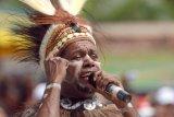 Penyanyi Edo Kondologit sarankan pertemuan pimpinan daerah untuk Papua