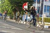 Sejumlah pengendara sepeda tua (onthel) berkeliling kota saat mengikuti kegiatan