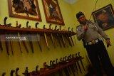 Kisah polisi di Jombang penggemar koleksi keris