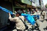 Ratusan personel Satpol PP OKU tertibkan PKL nakal