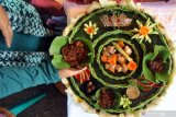 Beragam makanan khas Sijunjung dipasarkan, setiap awal pekan