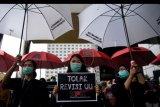 Pegawai KPK menggelar aksi unjuk rasa di kantor KPK, Jakarta, Jumat (6/9/2019). Dalam aksinya mereka menolak revisi UU KPK dan menolak calon pimpinan KPK yang diduga bermasalah. ANTARA FOTO/Sigid Kurniawan/nym.