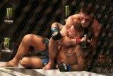 Khabib menundukkan Poirier untuk pertahankan gelar kelas ringan UFC
