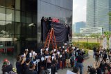 Pimpinan hingga pegawai KPK lakukan aksi penutupan logo KPK dengan kain hitam