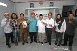 Foto bersama saat kunjungan Sekdaprov Kalsel Haris Makkie ke Kantor LKBN Antara Biro Kalsel di Banjarmasin, Kalimantan Selatan, Senin (9/9/2019).Foto Antaranews Kalsel/Bayu Pratama S.
