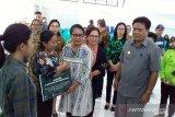 Menteri PPPA serahkan bantuan kelompok perempuan di Kepulauan Sangihe