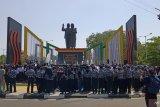 Siswa Pare-pare  berdoa untuk mendiang Habibie