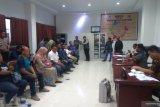 Warga Malalayang Dua demo DPRD Manado tuntut ganti lurah