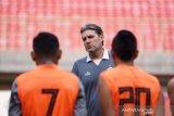 Persija pecat pelatih Julio Banuelos