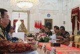 Presiden Jokowi harap pengusaha tekstil berhati-hati datangnya resesi global