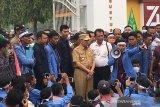 VIDEO - Setelah nyaris ricuh, Gubernur Riau akhirnya temui demo mahasiswa UIN Suska