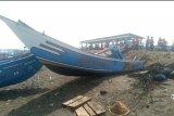Perahu dihantam gelombang, dua nelayan hilang di Pantai Lengkong Cilacap