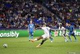 Eksekusi penalti Depay cegah Zenit permalukan Lyon