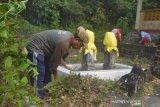 Masyarakat Tambelan Bersihkan Makam Sultan Johor IV