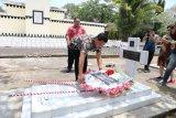 Wagub Kandouw ziarah makam Gubernur Rantung