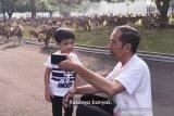 Jalan pagi Jan Ethes bersama 'Mbah Jokowi'