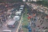 Bentrokan massa dengan polisi terjadi lagi di fly over Slipi