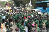 Mahasiswa jebol penghalang di depan Gedung DPR, kibarkan bendera GMNI