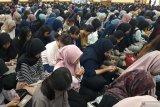 Mahasiswa Al Azhar  doa bersama untuk Faisal Amir korban kekerasan demo