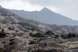 Wisatawan mendaki ke kawang Gunung Bromo, Probolinggo, Jawa Timur  Sabtu (28/9/2019). Gunung Bromo merupakan salah destinasi wisata yang paling ramai dikunjungi wisatawan setiap tahunnya. Antara Jatim/Umarul Faruq/zk