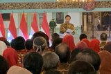 Jokowi ajak masyarakat rawat batik