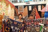 SMKN 8 Padang pamerkan batik tanah liek sebagai produk unggulan