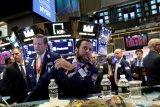 Saham-saham Wall Street ditutup bervariasi di tengah data dan pidato pejabat Fed
