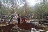 Tanah kering kendala penggalian kubur untuk Akbar Alamsyah korban demo pelajar