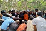 Prosesi pemakaman Akbar Alamsyah diwarnai isak tangis keluarga