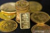 Emas naik tipis khawatirkan penyebaran COVID-19 gagalkan pemulihan ekonomi