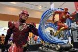 Pengunjung berkostum karakter The Flash pada Indonesia Comic Con 2019 di Jakarta Convention Center (JCC), Senayan, Jakarta, Sabtu (12/10/2019). Pameran budaya pop yang menjadi ajang berkumpulnya para penggemar komik, film, gim dan mainan itu berlangsung hingga Minggu (13/10). ANTARA FOTO/Aditya Pradana Putra/nym.