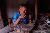 Kerajinan wayang kulit Dusun Gendeng terkendala regenerasi