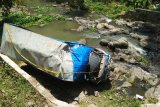 Dua orang meninggal pada peristiwa terceburnya truk ke sungai