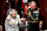 Ratu Elizabeth akan kenakan  busana baru dengan bulu palsu