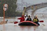 Badai dan hujan lebat menyapu wilayah Jepang satu meninggal