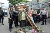 Polisi Mimika sita alat tajam dan atribut KNPB