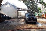 2 mobil dan 13 motor terbakar di kompleks Dinas Pertanian Rembang