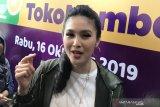 Beri THR ART kebanyakan, Sandra Dewi kapok