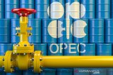 Harga minyak dunia naik hampir dua persen