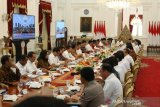 Presiden Jokowi beri waktu sebulan kumpulkan regulasi penghambat investasi