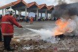 Bandara Samratulangi salurkan APD untuk tenaga medis di Puskesmas