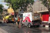 Kotoran burung sepanjang Jalan Suryotomo Yogyakarta dibersihkan