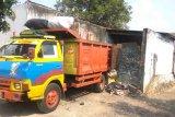 Warga keluhkan bau busuk sampah dari TPS Wayhalim