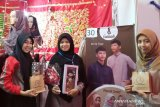 Mahasiswi Politeknik Negeri Padang olah kain perca jadi bernilai ekonomi